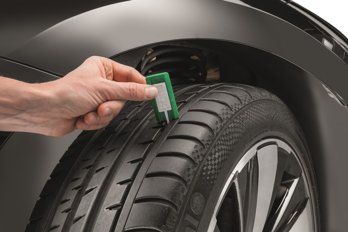 Die einzige Verbindung zur Straße: Reifen auf keinen Fall vernachlässigen DEKRA Aktion Reifencheck im April an sechs Niederlassungen in Deutschland