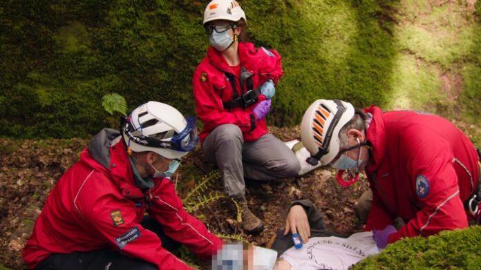 """image 1 84 696x391 - Bergrettung im Nationalpark: Neue Folge der """"Lifesavers""""-Videoreihe von Ford zeigt den Einsatz einer britischen Ärztin"""