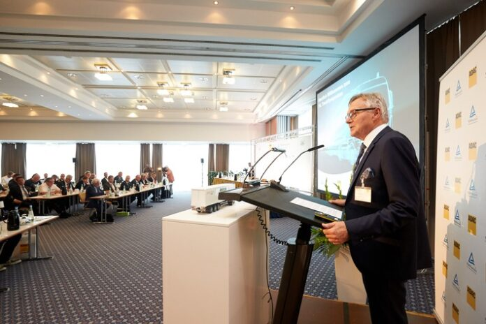 image 1 88 696x464 - ADAC/TÜV Rheinland TruckSymposium & FIA ETRC-Innovation-Talk: Nachhaltige Technologien im Transport- & Nutzfahrzeugsektor / Hochrangiges Expertenforum am 16. Juli (11:30 Uhr)