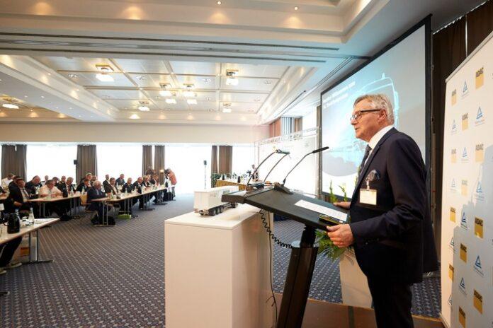 image 1 95 696x464 - ADAC/TÜV Rheinland TruckSymposium & FIA ETRC-Innovation-Talk: Nachhaltige Technologien im Transport- & Nutzfahrzeugsektor / Hochrangiges Expertenforum am 16. Juli (11:30 Uhr)