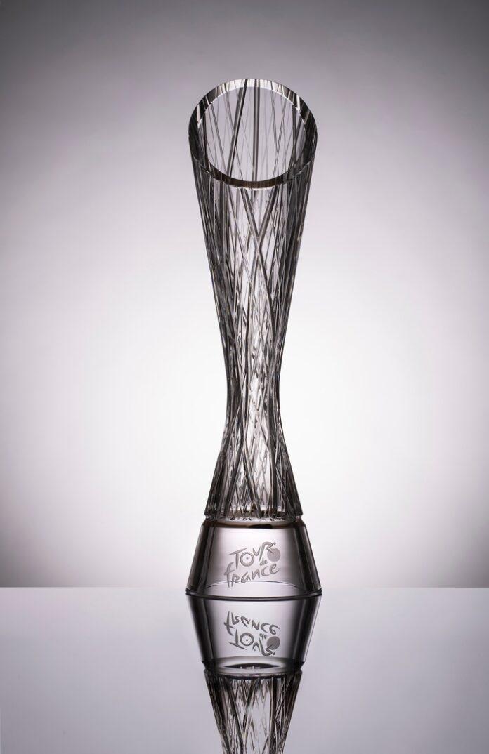 image 1 97 696x1074 - ŠKODA Design entwirft Trophäen für die Sieger der Tour de France 2021