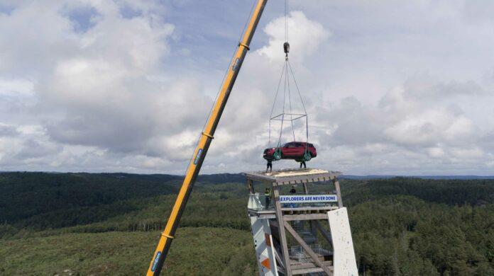 image 1 6 696x390 - Ford Explorer Plug-in-Hybrid steht auf höchstem Kletterturm der Welt - als Siegprämie für schnellsten Gipfelstürmer