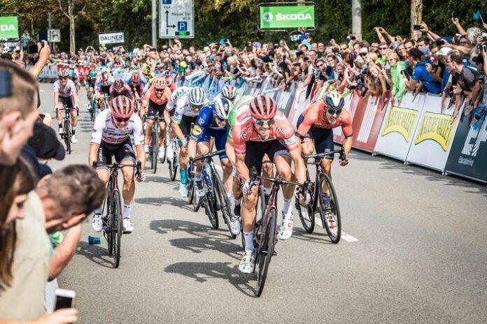 image 1 99 696x464 - ŠKODA mobilisiert das Radsport-Festival Deutschland Tour als offizieller Partner