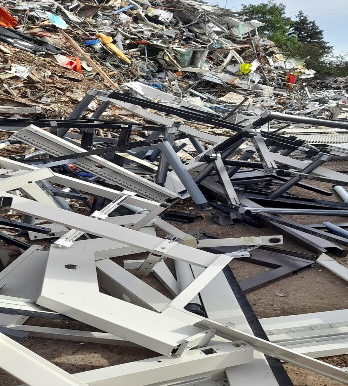 image 1 150 696x773 - Schrottabholung Remscheid - Schrottentsorgung mit Service