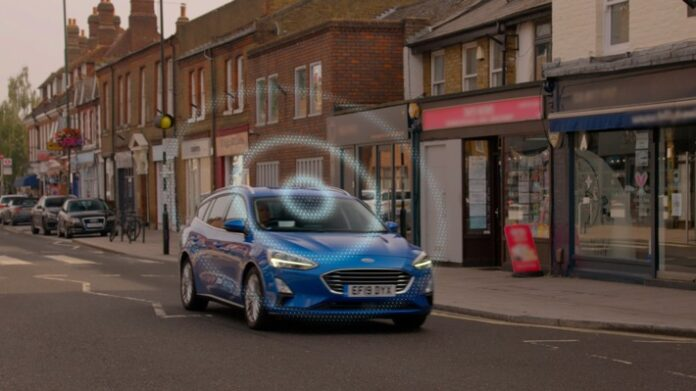 """image 1 164 696x391 - Ford entwickelt vernetzte """"Road Safe""""-Technologie zur Vorhersage von potenziellen Unfällen"""