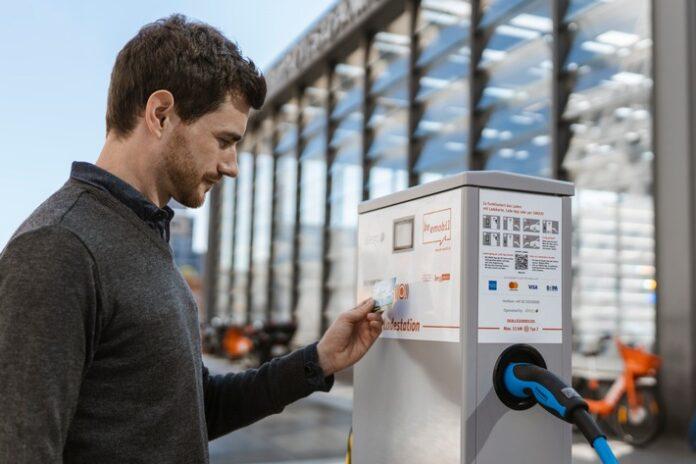 image 1 189 696x464 - Spontan das E-Auto laden: Kartenzahlung entspricht den Gewohnheiten von Elektromobilisten