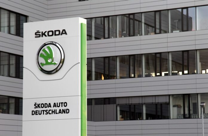 image 1 81 696x455 - Erfolgsgeschichte mit rundem Jubiläum: Vor 30 Jahren startete ŠKODA AUTO Deutschland